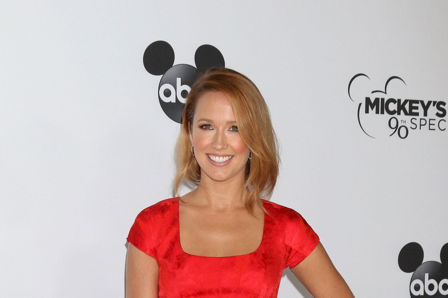 Anna Camp Bio, Wiki, Age, Father, Sister, Net Worth, Dating