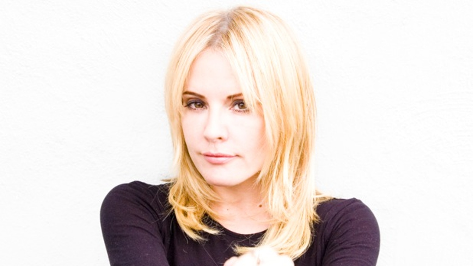 Emma Caulfield Bio, Wiki, Age, Parents, Net Worth, Salary, Relationship