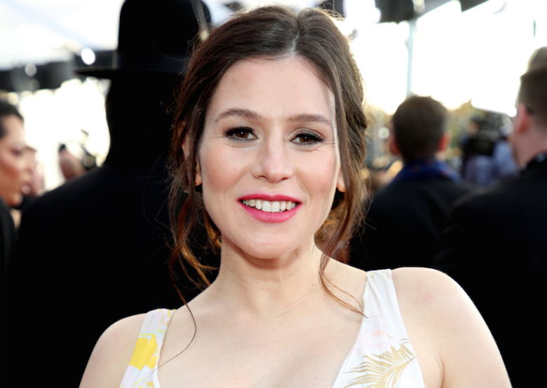 Yael Stone Biography, Age, Wiki, Net Worth, Parents, Boyfriend, Net Worth