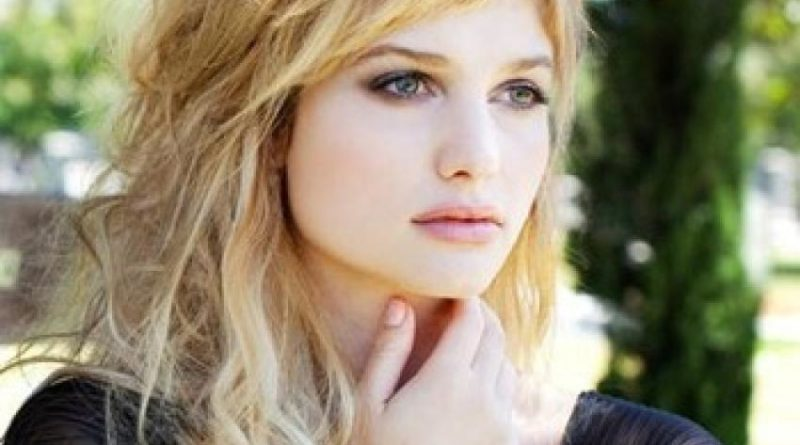 Alison Sudol Biography, Age, Wiki, Dating, Relationship, Net Worth, Parents