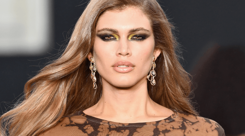 Valentina Sampaio Biography, Age, Wiki, Parents, Net Worth, Relationship, Dating