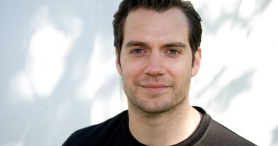Henry Cavill Biography, Age, Wiki, Parents, Relationship, Net Worth, Dating