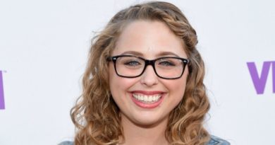 Laci Green Biography, Age, Wiki, Dating, Boyfriend, Net Worth, Relationship