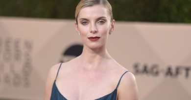 Betty Gilpin Bio, Age, Wiki, Dating, Net Worth, Relationship,Affair