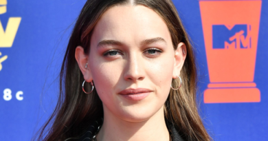 Victoria Pedretti Bio, Age, Wiki, Dating, Boyfriend, Affair, Net Worth