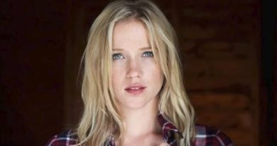 Jessy Schram Bio, Age, Wiki, Dating, Boyfriend, Affair, Net Worth