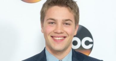 Connor Jessup Bio, Age, Wiki, Affair, Girlfriend, Net Worth, Movies