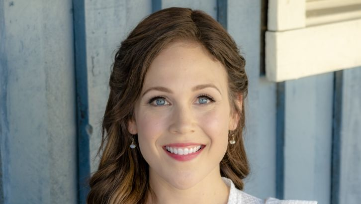 Erin Krakow Bio, Age, Wiki, Affair, Net Worth, Height, Movies