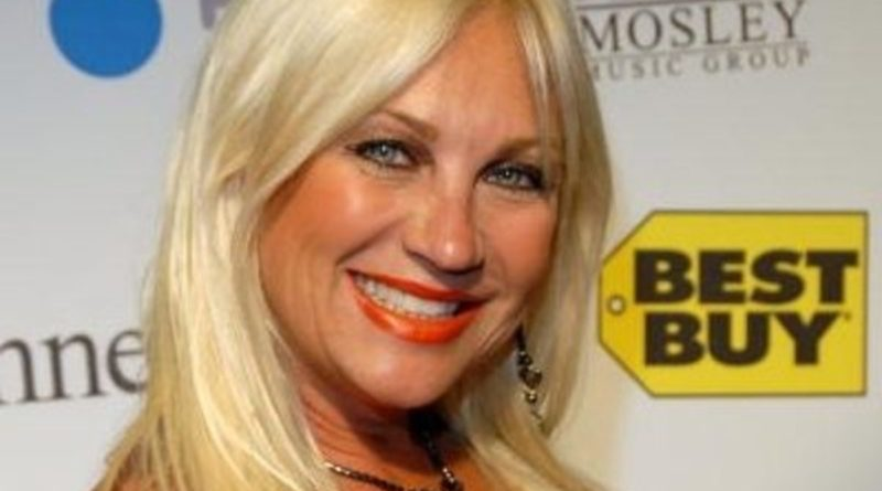 Linda Hogan Bio, Age, Wiki, Dating, Net Worth, Divorce, Height