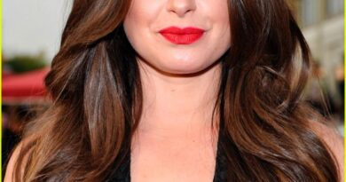 Katie Lowes Biography